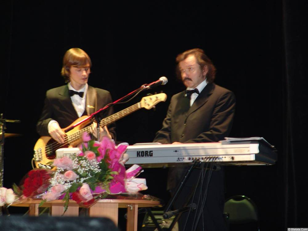 Александр Новиков (его гитарист и клавишник)