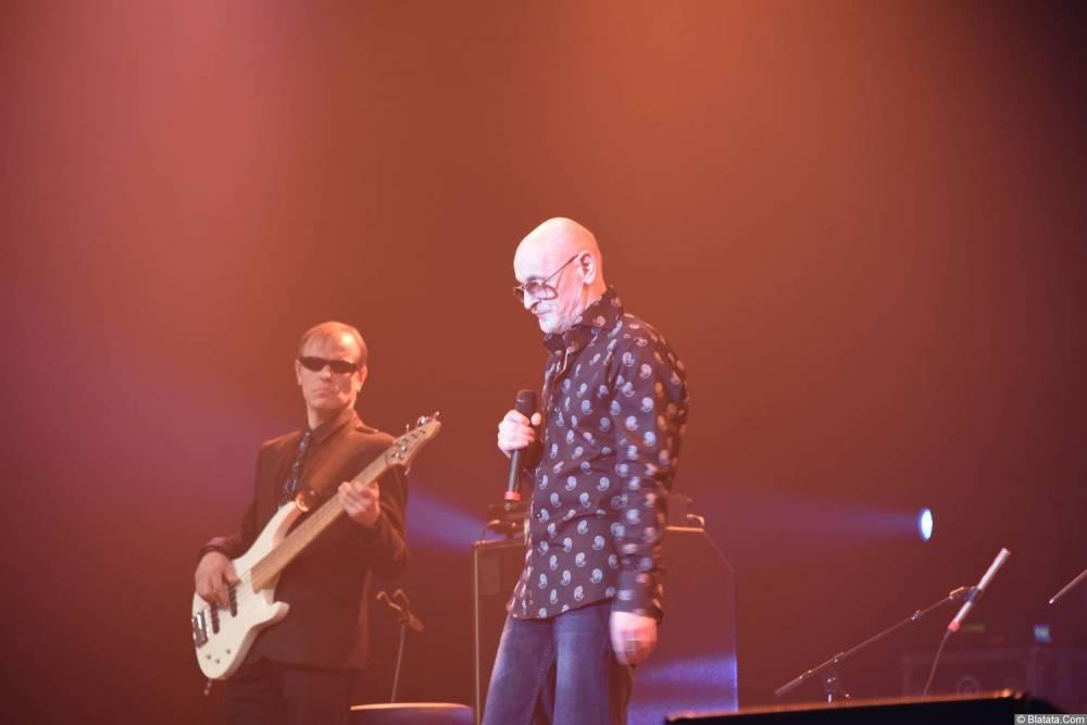Григорий Заречный на концерте Новое и лучшее 30 ноября 2015 года с гитаристом