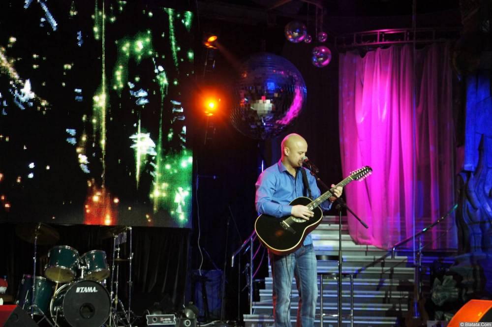 Анатолий Топыркин выступиет на концерте Новое и лучшее 17 февраля 2015 года