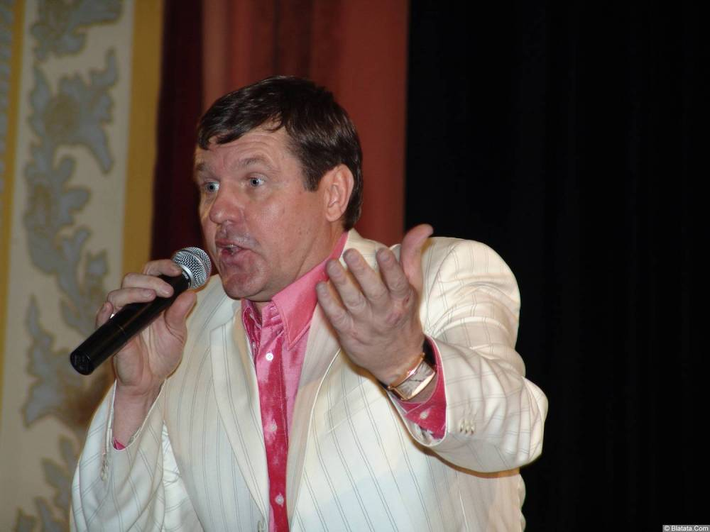 Александр Новиков на сцене Челябинской филармонии