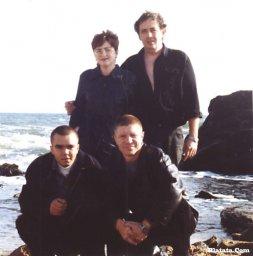 Катенька Дроздовская, Леонид Азбель, на корточках слева сын Стаса Ерусланова, справа - Сергей Чигрин
