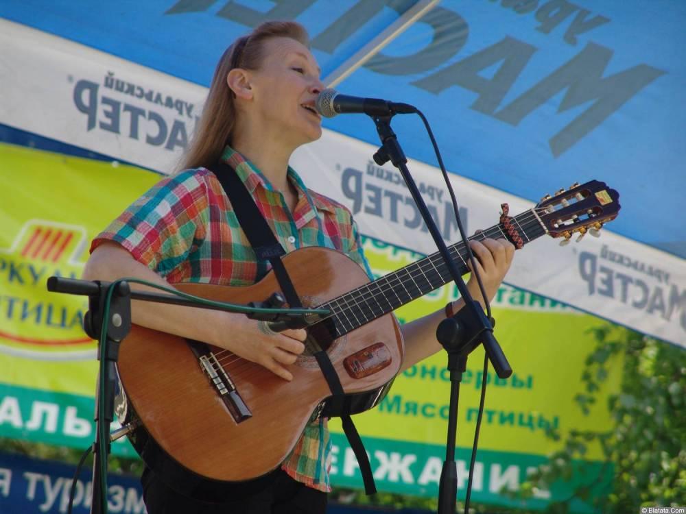 Галина Хомчик на сцене Ильменского фестиваля 2006 года