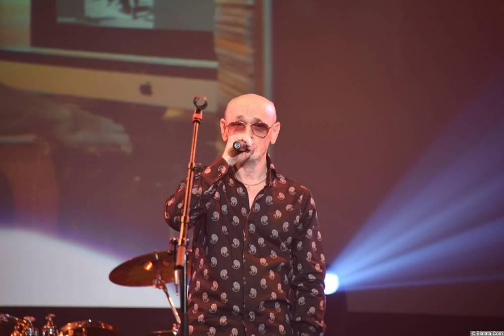 Григорий Заречный поёт на концерте Новое и лучшее 30 ноября 2015 года