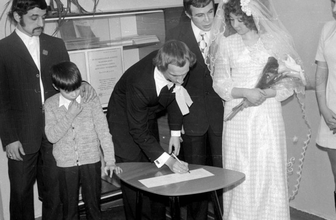 Жених расписывается 1975 год