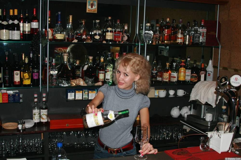 Юлия Андреева бармен