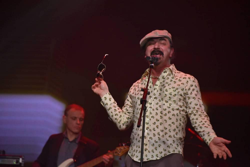 Юрий Михайличенко поёт