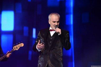 Иосиф Гамрекели выступает на сцене фестиваля в Санкт-Петербурге