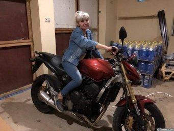 Елена Горбачева. Решила вспомнить молодость. Когда-то гоняла на мотоцикле.