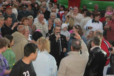 Вилли Токарев в кругу поклонников 3