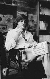 Вадим Медин (Валерий Викторович Литвиненко) с книгой, сигаретой и лимонадом