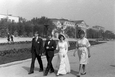 Свадьба в СССР. Улица Цвиллинга в Челябинске