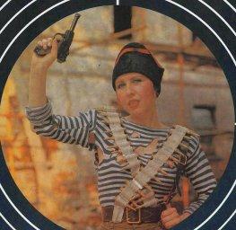 Наталья Ступишина с пистолетом