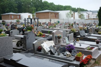 Еврейский квартал на кладбище Сент-Женевьев-де-Буа 2