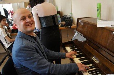 Анатолий Топыркин за пианино на XX-м фестивале памяти Аркадия Северного 12 апреля 2015 г.