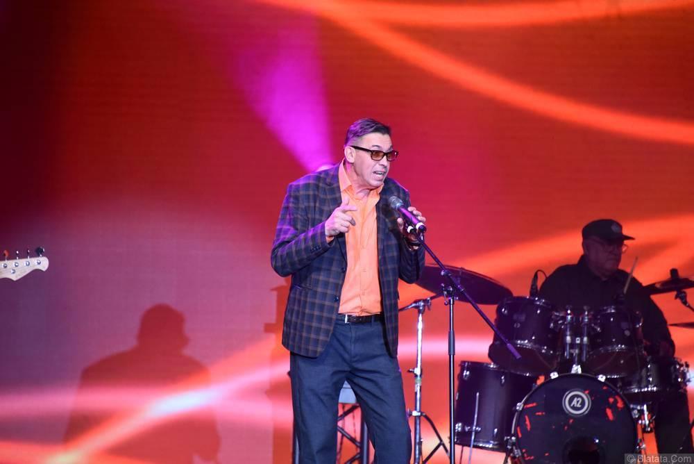 Евгений Алтайский у микрофона
