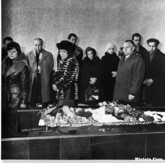 Прощание с Аркадием Северным в зале крематория в Ленинграде