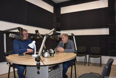 Валерий Волошин, группа Пятилетка и Михаил Дюков в студии в Калининграде