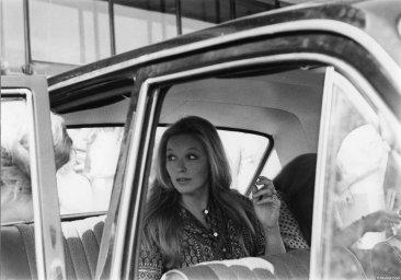 Марина Влади в машине