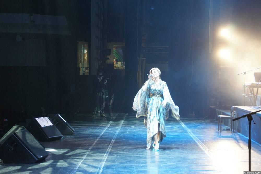 Вика Цыганова поёт на XX-м фестивале памяти Аркадия Северного