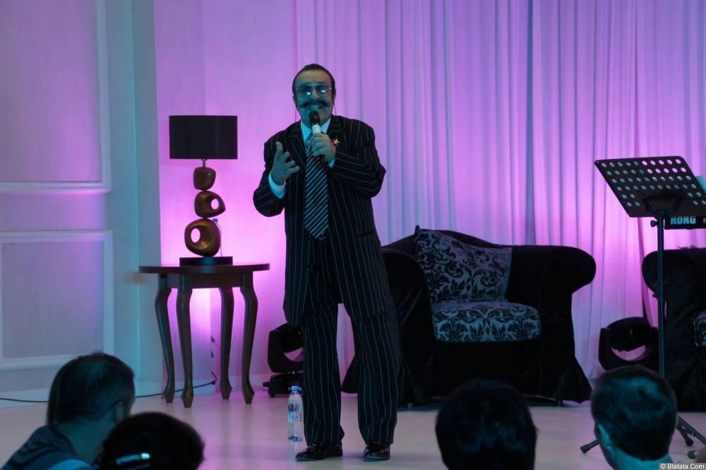 Вилли Токарев на концерте 11 ноября 2013 года с микрофоном