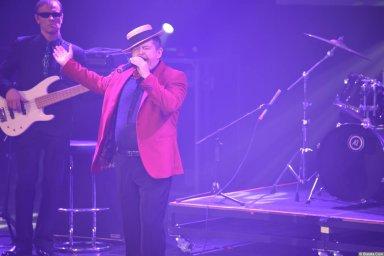 Евгений Любимцев поёт на концерте Новое и лучшее 30 ноября 2015 года