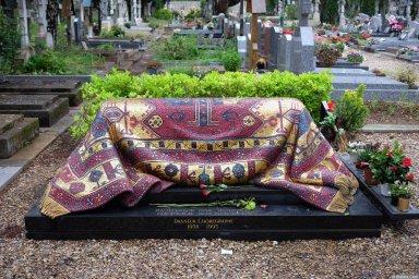 Могила Рудольфа Нуреева на кладбище Сент-Женевьев-де-Буа 2