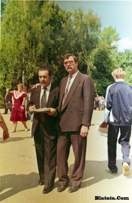 Вилли Токарев на могиле Владимира Высоцкого 2