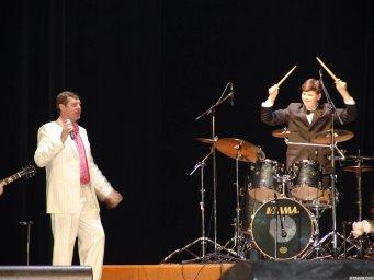 Александр Новиков и барабанщик