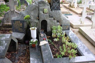 Могила Андрея Тарковского на кладбище Сент-Женевьев-де-Буа
