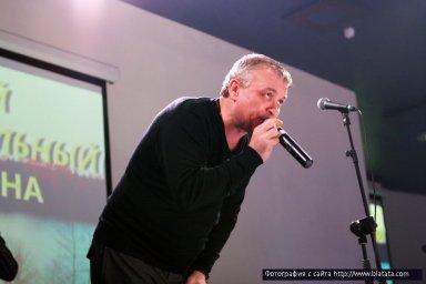 Александр Дюмин поёт