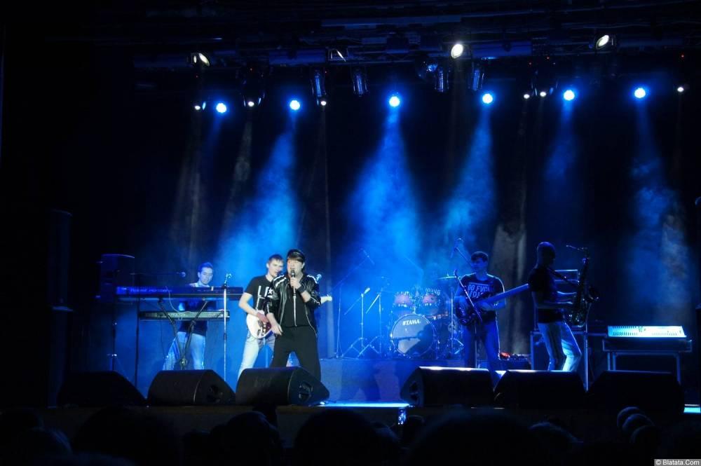 Виктор Королев на концерте 10 ноября 2015 года со своей группой
