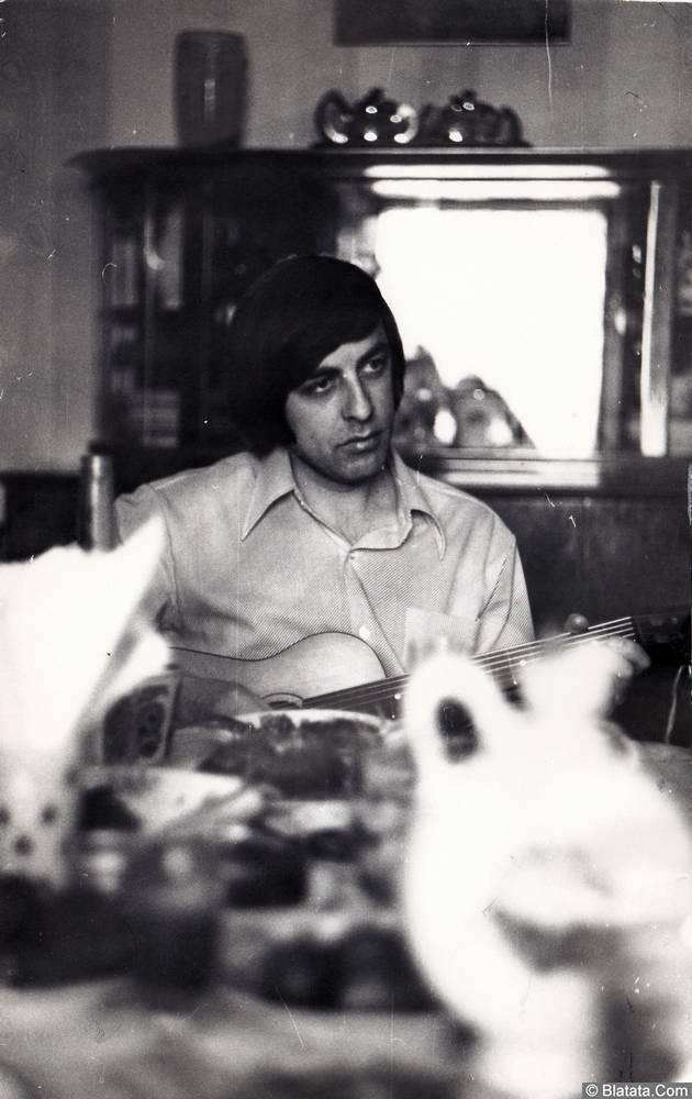 Вадим Медин (Валерий Викторович Литвиненко) с гитарой