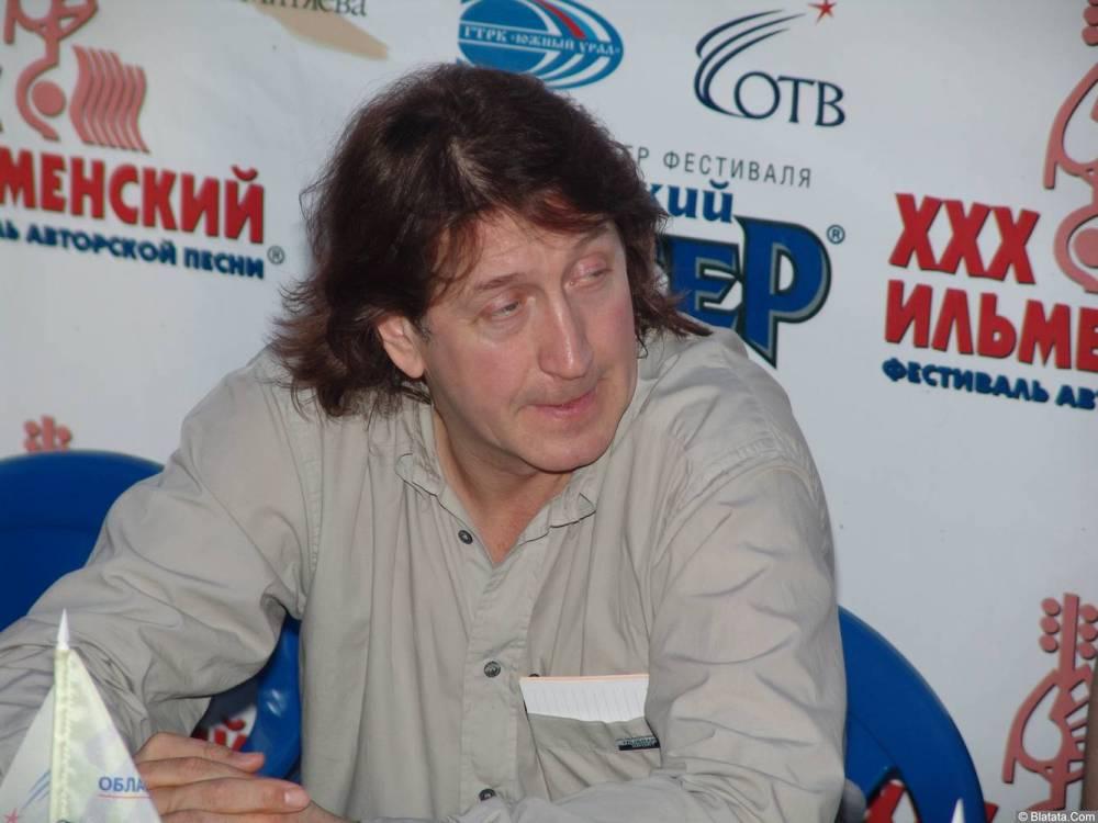 Олег Митяев даёт интервью