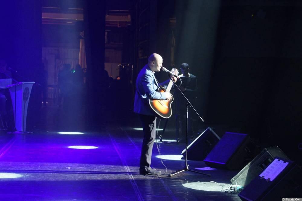 Анатолий Топыркин выступает на XX-м фестивале памяти Аркадия Северного 12 апреля 2015 г.