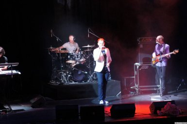 Алексей Брянцев поёт на концерте 16 декабря 2014 года