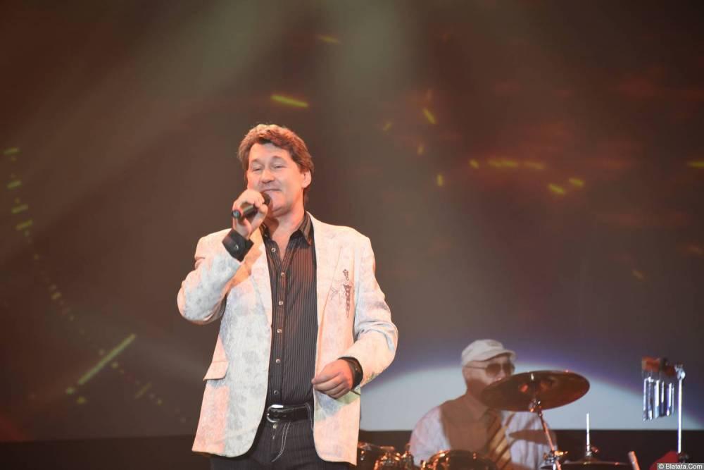 Владимир Черняков на концерте Новое и лучшее 30 ноября 2015 года с микрофоном