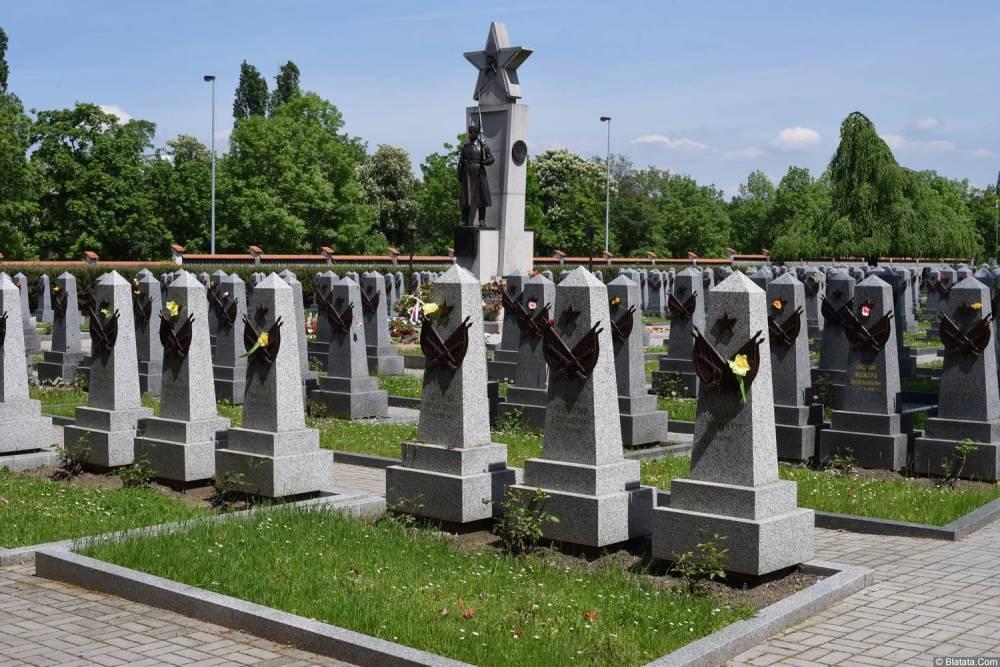 Могилы красноармейцев