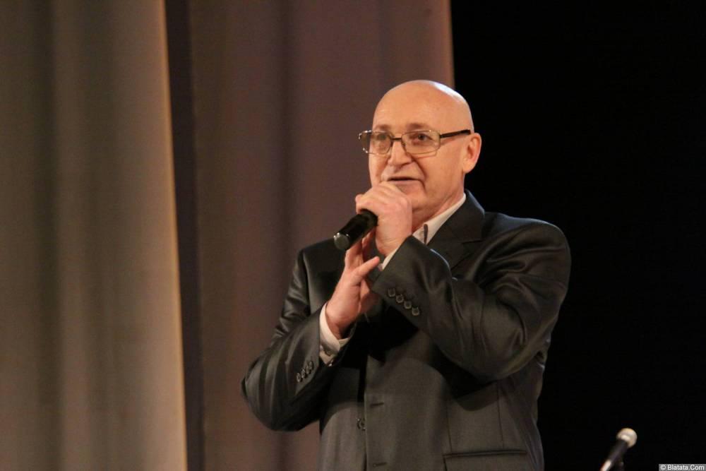 Аркадий Соловейчик с микрофоном