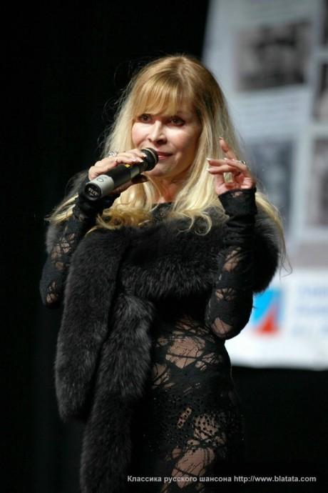 Таня Тишинская на сцене