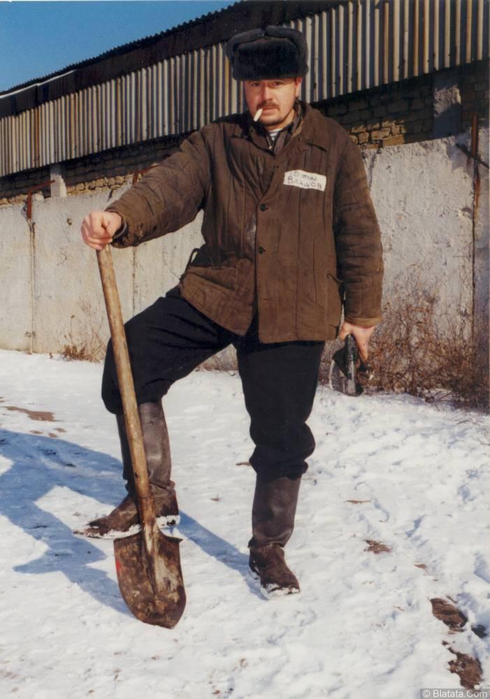 Коля Владов с лопатой