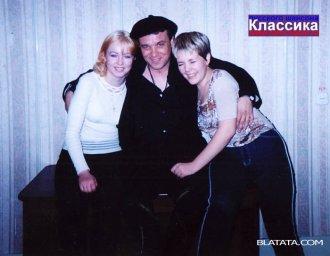 Александр Дюмин с девушками