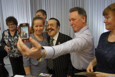Вилли Токарев сэлфи с поклонниками