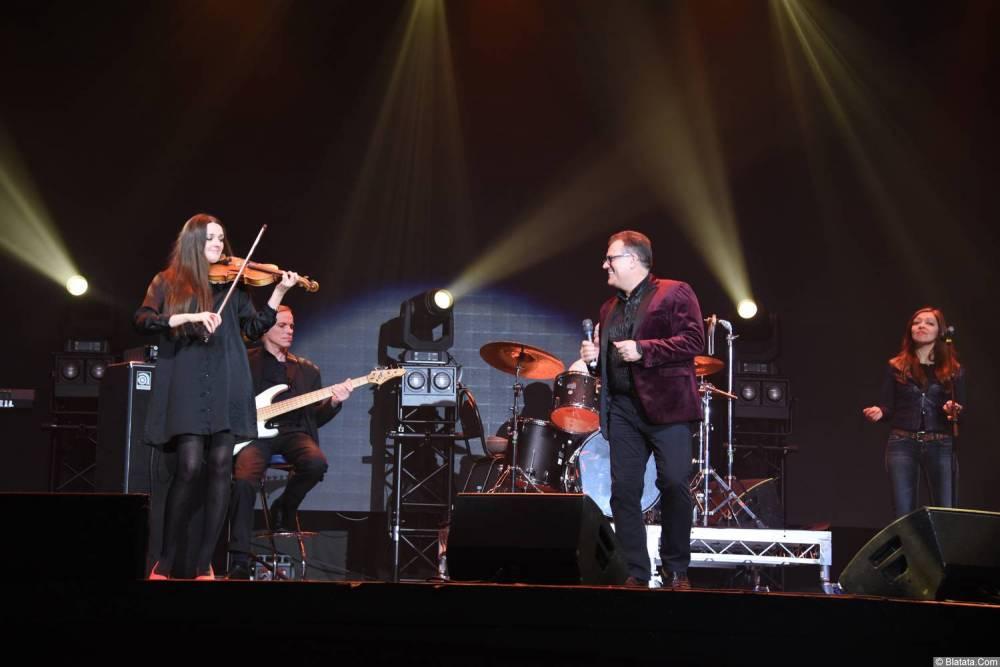 Виктор Баум на концерте поёт 26 февраля 2018 года