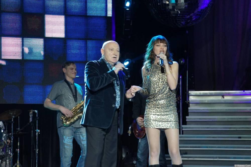 Аркадий Соловейчик поёт на концерте 2013 года