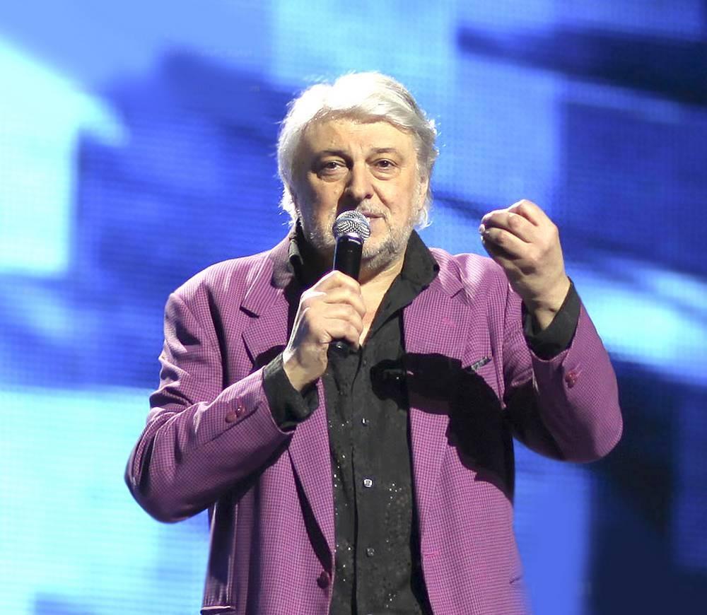 Вячеслав Добрынин с микрофоном