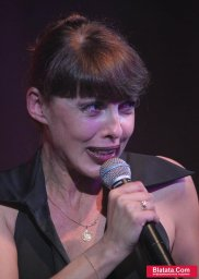 Татьяна Кабанова на сцене фестиваля шансона 15