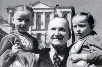 Александр Вертинский с детьми
