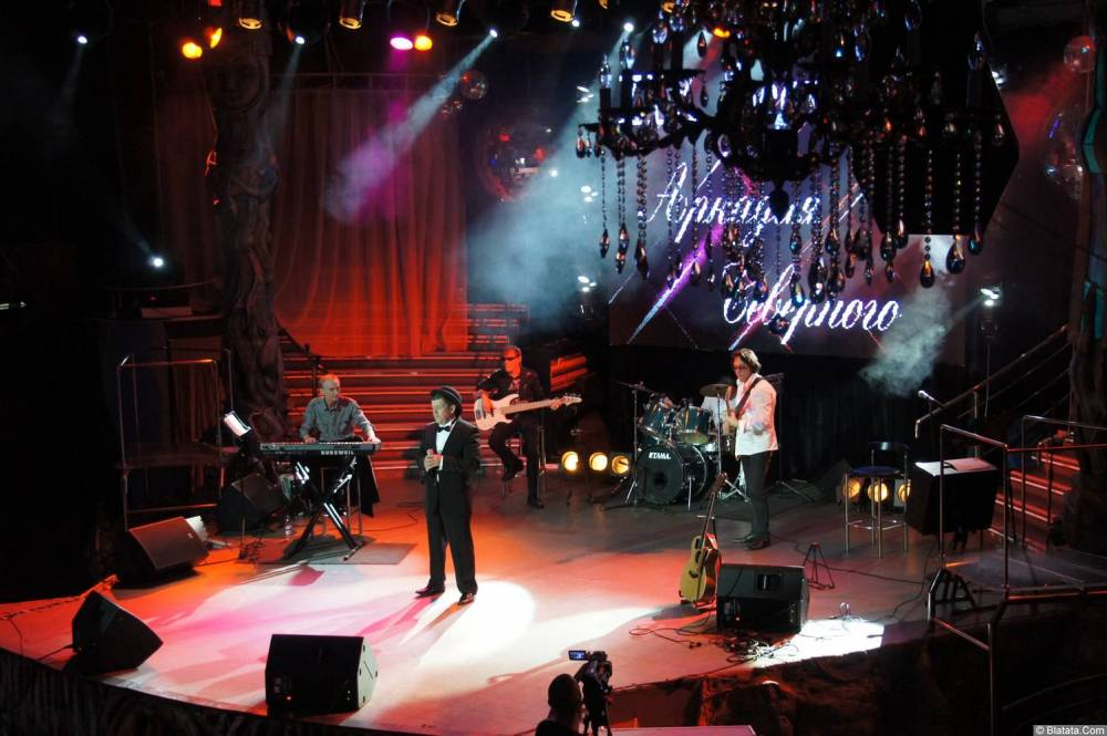 Евгений Любимцев на сцене XIX фестиваля памяти Аркадия Северного 10