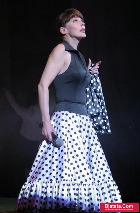 Татьяна Кабанова на сцене фестиваля шансона 18
