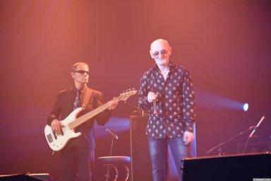 Григорий Заречный на концерте Новое и лучшее 30 ноября 2015 года с микрофоном